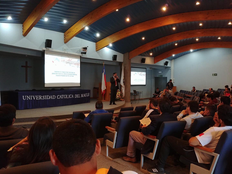 PROFESOR DEL COLEGIO EXPONE EN CONGRESO NACIONAL DE EDUCACIÓN FÍSICA